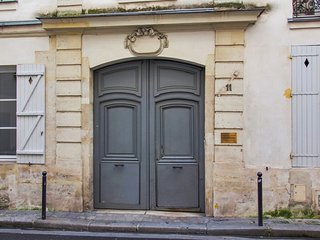 Conveniently located Parisian flat
