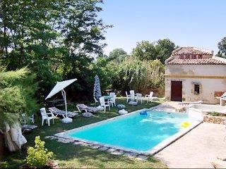 Spacious house w/ swimming pool