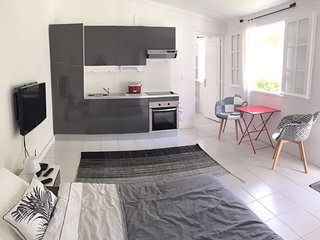 Studio in Boucan Canot, with enclosed garden and WiFi - 300 m from the beach