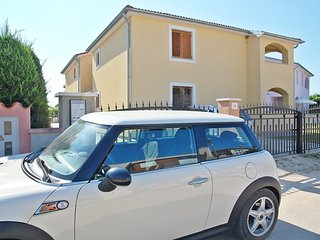 HOLIDAY APARTMENT FOR 4 PERSONS