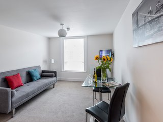 Fully Furnished One Bedroom Apartment in Central Cheltenham