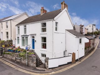 Pilton House Gower - Newton, nr Mumbles - Family & Dog Friendly Homely Cottage