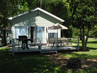 'Shorewood' - enjoy Lake Winnebago's  west side experience!