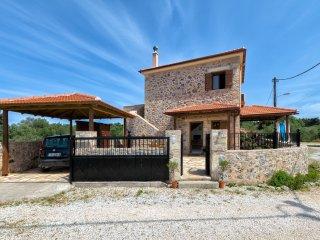 Villa Eleonas  Stone-built villa with private pool