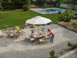 Farmhouse w/terrace, gardens & pool