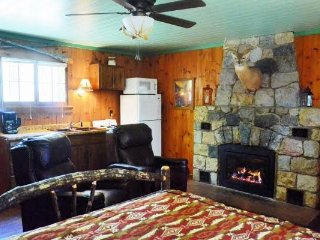 Perfect for two!  Beautiful St. Germain Studio Cabin on Big St. Germain Lake