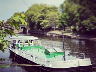 Luxury Residential Houseboat a stones throw from York city center., holiday rental in York
