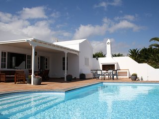 Beautiful detached villa in the exclusive marina of Puerto Calero