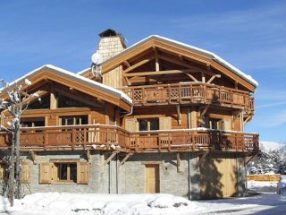 Chalet with 4 rooms in les 2 alpes, with wonderful mountain view
