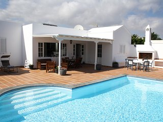 Villa Manuela - Detached villa in the exclusive marina of Puerto Calero