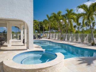 Beautiful Beachfront Home w/Pool/Spa/45' Dock