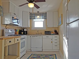 BELMAR: Immaculate 2BR family rental in prime location - five-star rated!