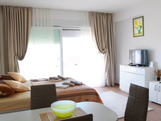Studio Ap. w/ SEA VIEW| FREE PARK.| WI-FI| TV| AC|