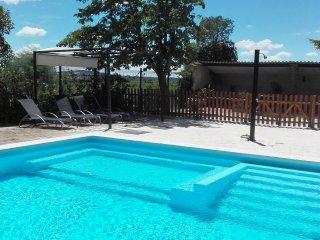 Entrevinedos del Somontano, ideal para familias y grupos de amigos con piscina!