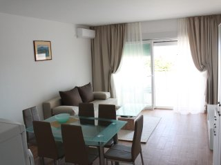 East Apart w/ SEA VIEW| FREE PARK.| WI-FI| TV| AC|