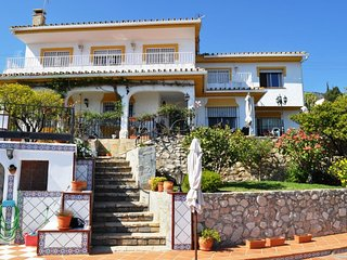 Luxury 5-Bedroom Spanish Villa, Private Pool, Established Gardens, WIFI,Sea View