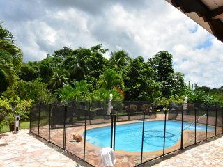 2 Bungalows-Villa, pool and hot tub