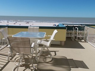 Gorgeous panoramic beachfront unit on sunny Marco Island!
