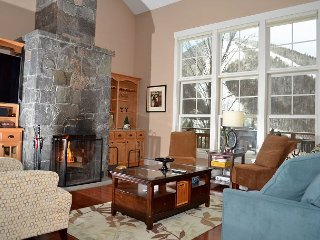 Luxury Topridge Unit 17B off Bear Mountain in Killington.
