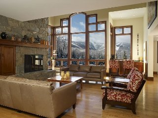 LUXURY 6 bedrooms-6.5 bath The Mountainside House - SKi OFF in Killington!