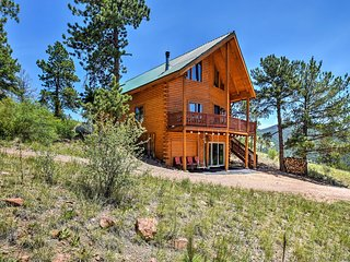 Cripple Creek Cabin w/Wraparound Deck & Mtn Views!
