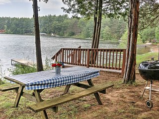 Lakefront Wild Rose Condo w/ Fishing Pier & Grill!