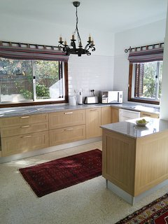 Large sunny kitchen, with all appliances