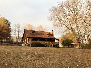 Sleeps 8! Cabin On The Creek - Private 7 Acres - 1/2 acre Fenced - New Listing