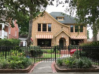 Beautiful Rosedale Garden Hom in Downtown Houston!!