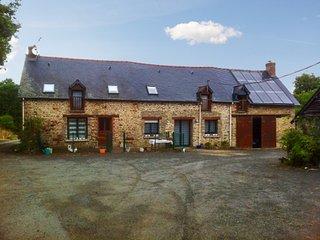 Farmhouse cottage w/natural scenery