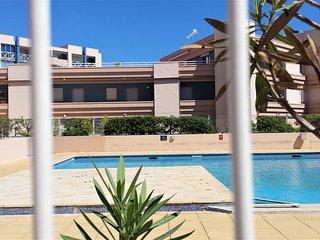 Apartment w/sea-view balcony & pool