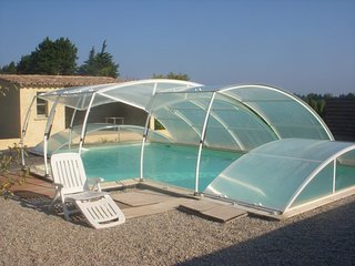 House near Mont Ventoux w/ pool