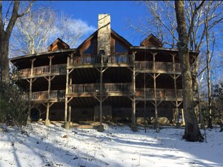 Fire & Ice Cabin - Luxury Home Perfect Location!