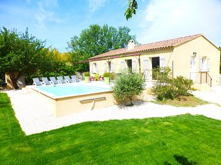 House with 3 rooms in lirac, with private pool, enclosed garden and wifi