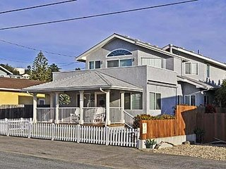 Inviting family home by the beach w/ great balcony, outdoor shower, & deck!