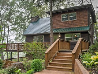 Franklin 'Willow Cottage' w /Deck on Iotla Creek!
