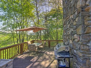 Relax on the large deck and soak up the fresh mountain air and tranquil environment.