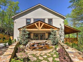 'Cedar Chalet' -Franklin Cottage w/Deck & Hot Tub!