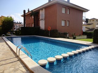 APARTMENT MAJOVI, FOR 6 PEOPLE WITH AIR CONDITIONING AND COMUNAL SWIMMING POOL
