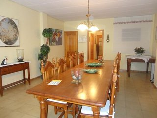 HOUSE GIRONA, TOWNHOUSE FOR 10 PEOPLE, A 750 METERS FROM THE BEACH