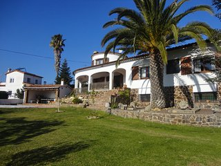 VILLA SANTET, FOR 8 PEOPLE, WITH A BIG GARDEN AND POOL