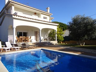VILLA JONCS, HOUSE FOR 8 PEOPLE WITH PRIVATE POOL