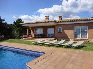 VILLA MAS SANTET, VILLA FOR 8 PEOPLE WITH PRIVATE POOL