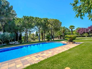 Catalunya Casas: Villa Santa Oliva: Two villas for up to 28 guests, only 10km to