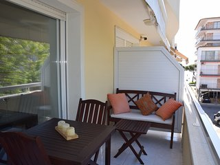 APARTMENT PLATJA, JUST 85 METERS FROM THE BEACH, AIR CONDITIONING, WFI, PARKING