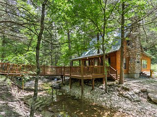 NEW! 1BR Marble Falls Cabin w/Pristine Creek Views