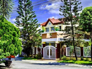 A beautiful home walking distance to SM Molino & Starmall PRIMA Daang Hari