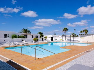 Lanzarote flat w/ pool and sea view