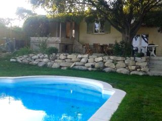 House w/ private pool near Nîmes