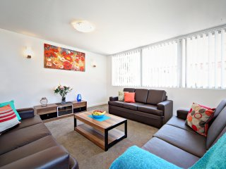 VILLA LE SANDS - SYDNEY BEACH 3Bdrm, Sleeps10 Great Location, Free Wifi & Linen